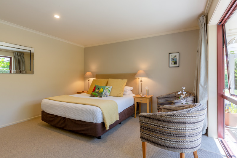 Fantail suite bedroom - Accent bed and breakfast